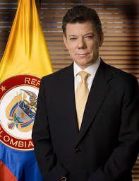 Juan Manual Santos es el 32nd Presidente de Colombia desde 2010. Nació el 10 de agosto de 1951 y natural de Bogotá, Colombia. Su primo es el Vice-Presidente y su familia fundó los periódicos El Tiempo.  http://www.britannica.com/biography/Juan-Manuel-Santos
