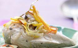 Рецепты приготовления курицы в маринаде  Рецепты приготовления курицы в маринаде встречаются не так часто. Имеется в виде маринад не ДО готовки, а именно ПОСЛЕ приготовления курицы. Получается очень интересно!  Маринованная курица с овощами - очень легкое, летнее блюдо! А такой курочкой ваша талия скажет вам спасибо!