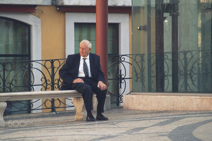 Pause & Rest - Senior man sitting on a bench outdoor