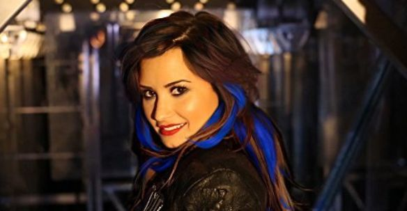 Demi Lovato Secret Hair Extensions
