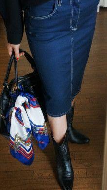 http://ameblo.jp/komatsu1108/entry-12048736767.html スカーフ巻き方  スカーフコーデ scarf arrangement エルメス カレ HERMES carres アラフォーファッション デニムスカート レインブーツ ウェスタンブーツ