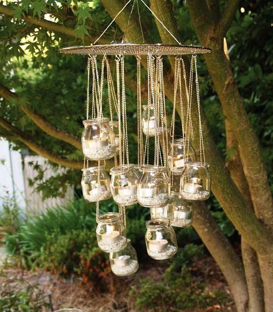 On adore cette suspension délicate et originale, fabriquée à partir de pots en verre !