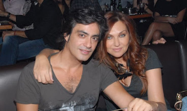 Dionisis Skoinas and Kaiti Garbi - Greek Singers  (married couple)