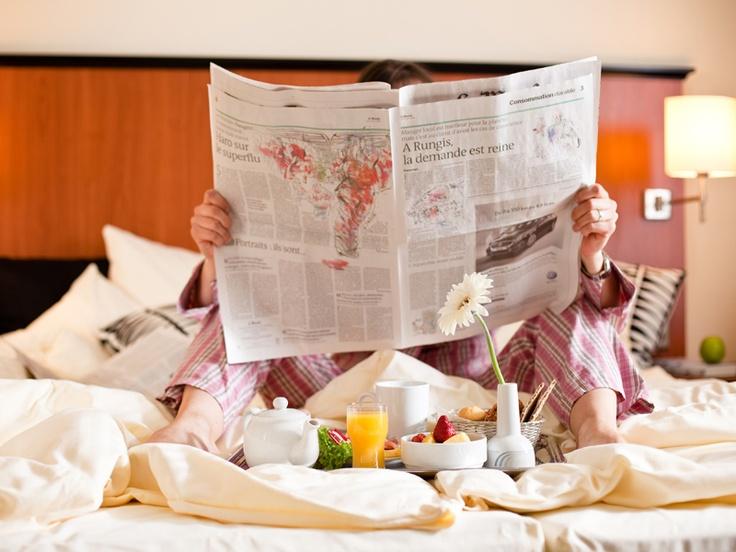 Zimmerservice: Frühstück im Bett (room service - breakfast in bed) im carathotel Düsseldorf (www.carat-hotel-duesseldorf.de) - wake up and smile!