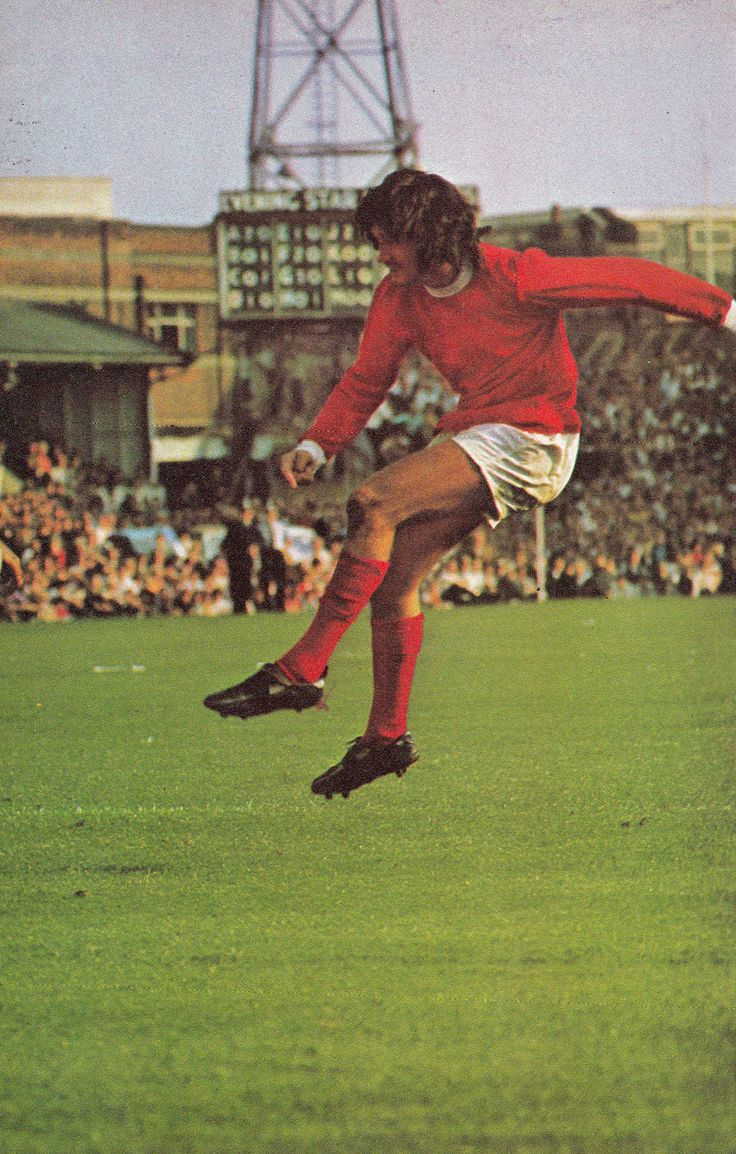 19th September 1970. Manchester United winger George Best shoots from long range against Ipswich Town, at Portman Road.