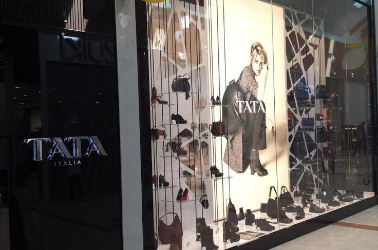 L'azienda Tata Italia festeggia i suoi primi 80 punti vendita con l'inaugurazione del recente nuovo negozio di Bussolengo (VR). All'interno del Centro Commerciale Auchan Porte dell'Adige di Bussolengo, nel veronese, Tata Italia ha aperto il suo 80° monomarca. Su 300 metri quadri il negozio ospita le nuove collezioni di scarpe, borse e accessori donna, uomo …