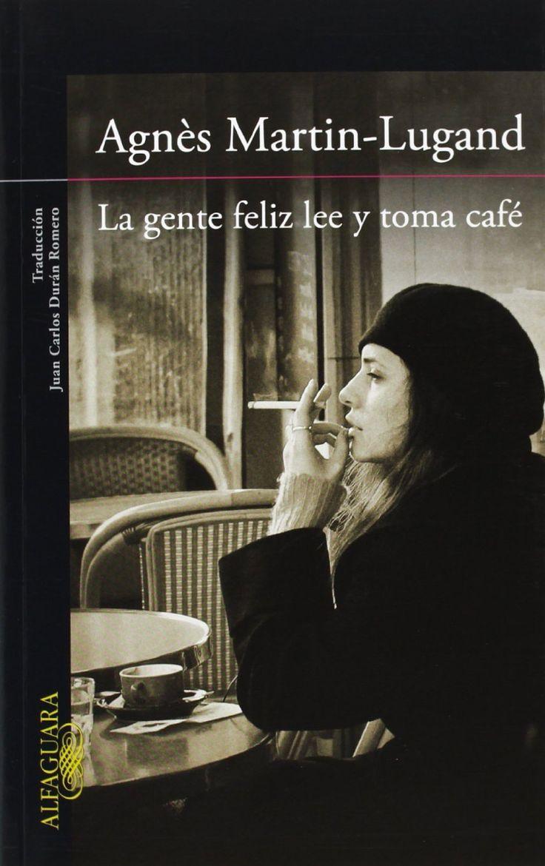 """""""La gente feliz lee y toma café"""" (3S/8982) es la primera novela de la escritora y psicóloga francesa Agnès Martin-Lugand. En ella se nos cuenta la historia de Diane, una mujer que lleva un año encerrada en casa tras la muerte de su marido y su hija en un accidente. Su única conexión con el mundo es Félix, un amigo con el que acudía a un café literario al que Diane ha dejado de ir. Pero Diane se dará una nueva oportunidad en la vida, se trasladará a Irlanda para intentar empezar de nuevo."""