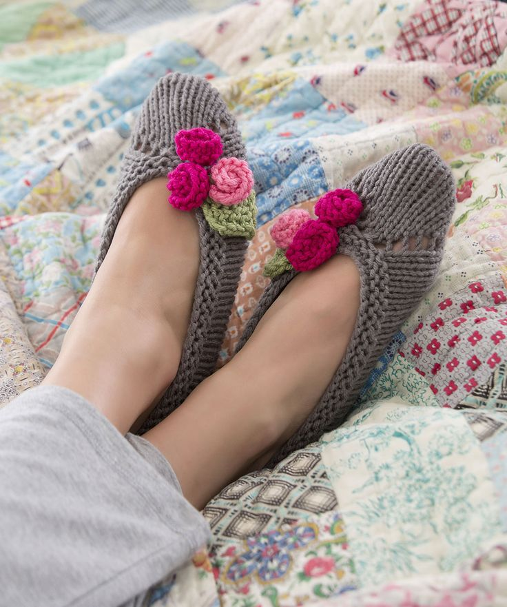 Slippers for Her Knitting Pattern  #redheartyarns  #knit