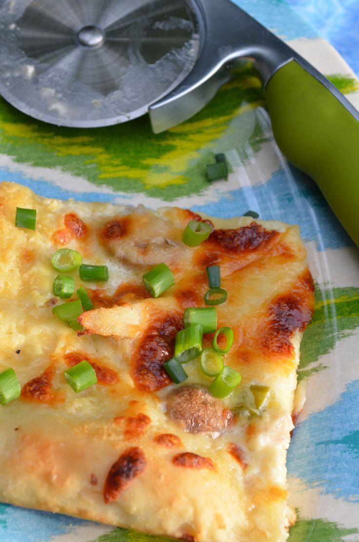{CopyCat} Olive Garden Chicken Alfredo Pizza Chicken