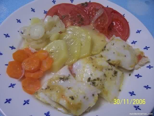 Pescado con verduras al microondas en pyrex cocina - Pescado al microondas facil ...