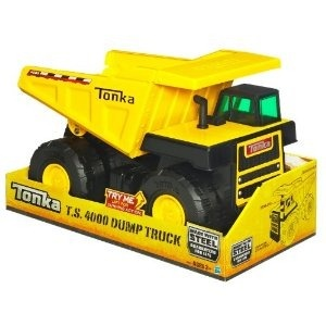 Camion Tonka:  Ahora que los veo, no eran tan bonitos como los recuerdo, pero si que eran los mejores para aplastar tus otros carritos o simular que llevabas el cargamento de tierra de un lado a otro