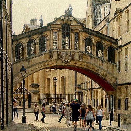 Bridge of Sighs, Oxford - Hertford Bridge, popularly known as the Bridge