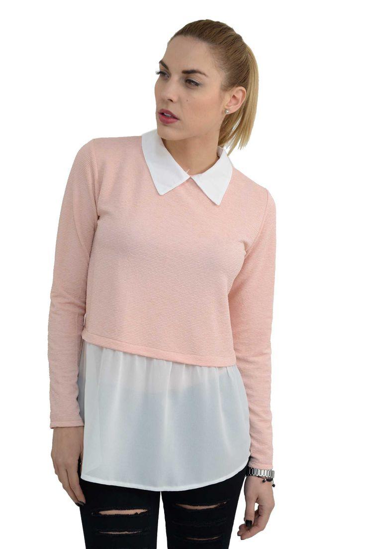 Γυναικεία μπλούζα με ενσωματωμένο πουκάμισο 2 σε 1 σε άνετη γραμμή.Είναι μακρύτερη στο πίσω μέρος και το ύφασμα της είναι σύμμεικτο εξαιρετικής ποιότητας βισκόζη και μουσελίνα.