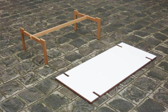 Super easy DIY coffee table