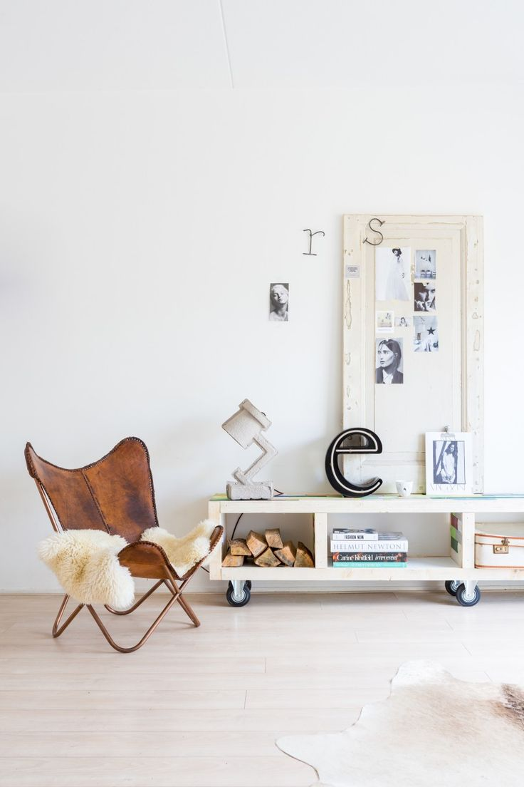 Calmly white livingroom with leather butterfly chair and closet full off accessories | Styling @burobinnenhuis | Photographer @mssl82 | vtwonen November 2014
