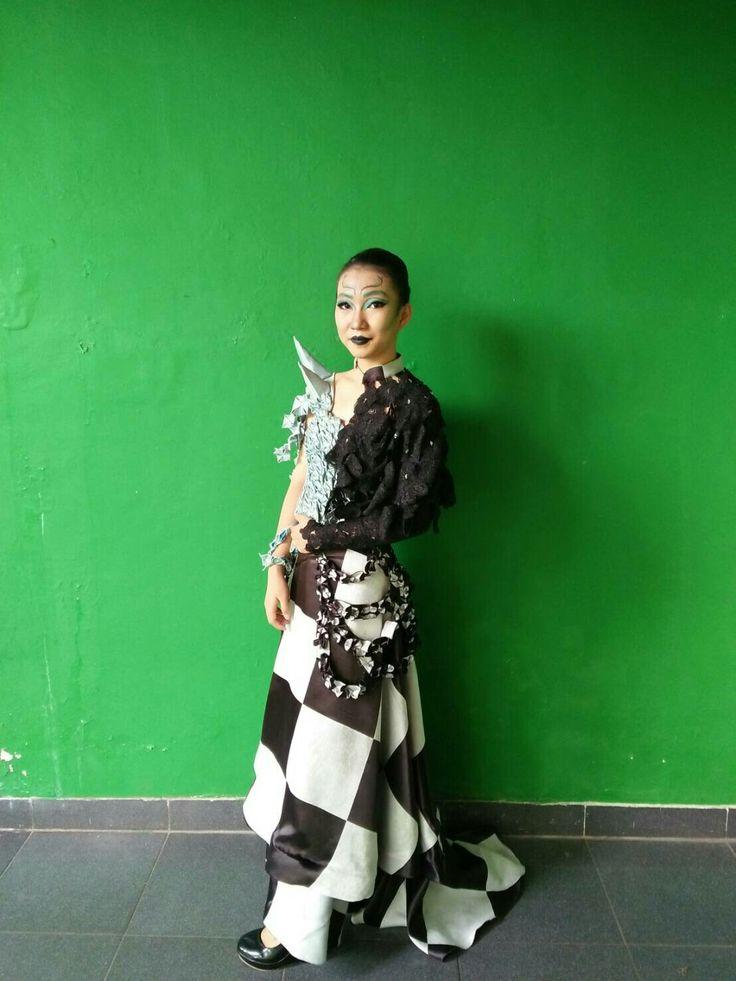 """Dua sisi yang pararel"" #magicpattern #tanduk #origami #monocrom #brokat #blacklip #blueayes #makeupfantasi #indonesia"