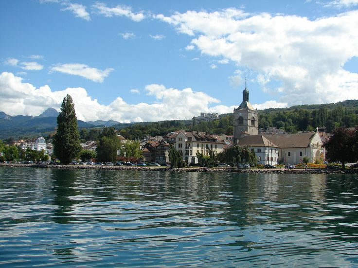 """Evian-les-Bains, Haute-Savoie. A stroll along the marina of Evian-les-Bains will delight walkers in search of tranquility and nature. Do not miss: the Pré-Curieux water garden, classified """"Remarkable Garden"""" of France."""