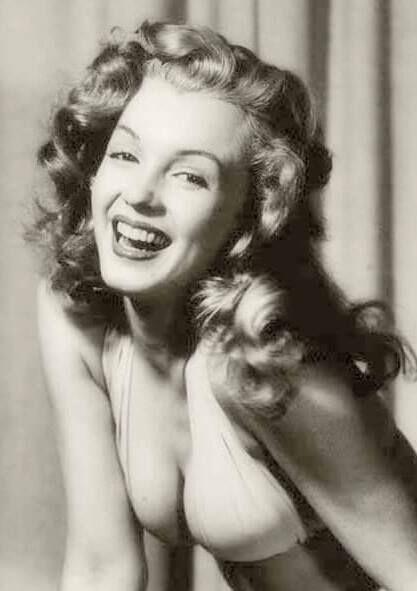 Norma Jeane. Photo by Earl Moran, ca.1946.