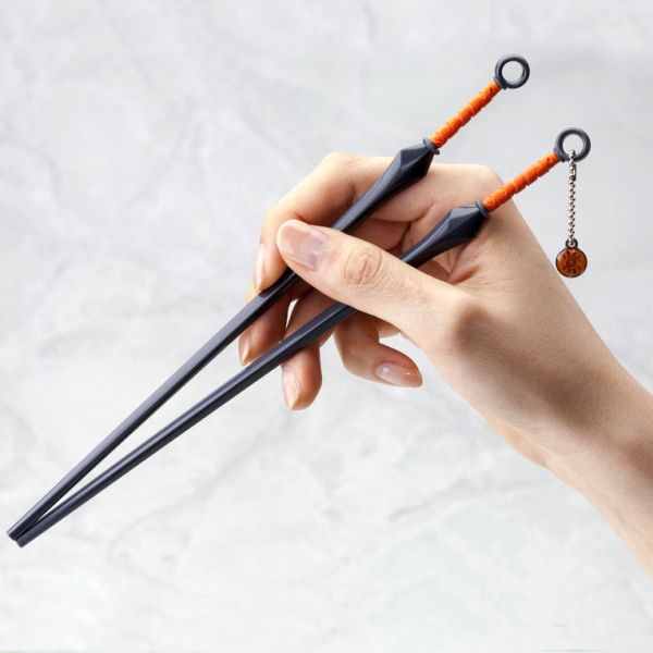 Naruto's preferred weapon of choice also makes the ideal tool for eating his favorite food – Ramen noodles! These fully functional chopsticks look just like Kunai, but are designed more for eating than fighting… #naruto