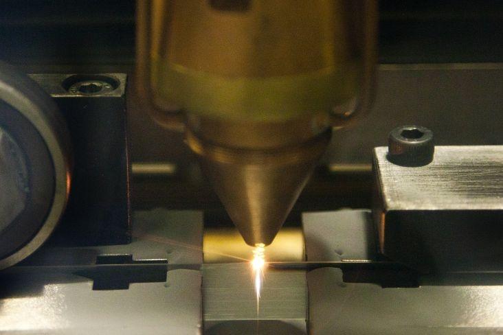 The beam welds carbide onto the edge of a Carbid Blade to be