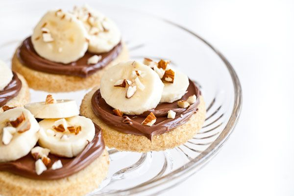 Shortbread Cookies with Nutella, Bananas and Almonds | Recipe