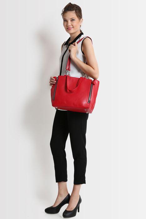 Marguerite bag #handbag #taswanita #bags #fauxleather #kulit #fashionable #stylish #totebag #colors #red Kindly visit our website : www.zorrashop.com