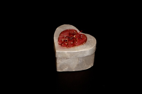 Check out this gorgeous mother of pearl heart shaped box. It makes a perfect #favour for a #winter/ #summer #wedding. £2.50