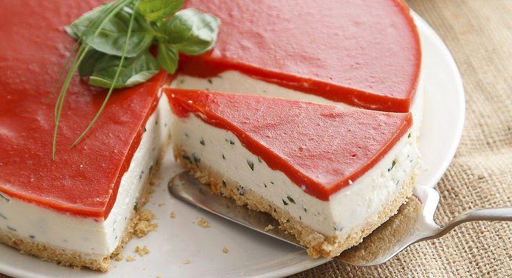 La ricetta di Daniele Persegani della cheesecake salata con mozzarella di bufala e gelatina di pomodoro