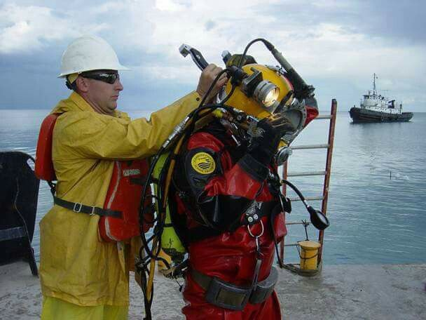 Offshore Commercial Diver : Best images about under the sea on pinterest swim