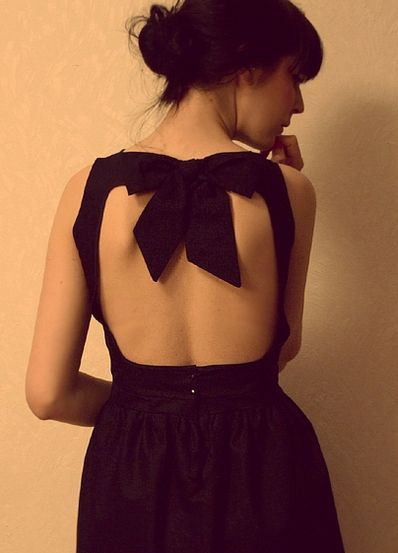 Black dress. bow back..... Love, love, love this dress and there is my bow again.  B.
