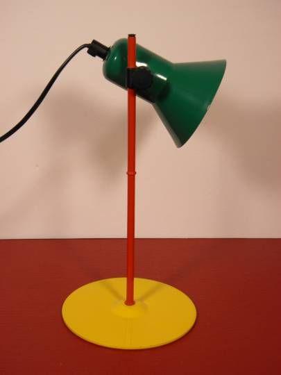 Lampe de table Design italien Vintage : Lampe de table en métal multicolore Veneta Lumi, série Z1-90, Design italien des années 80-90, orientable et réglable en hauteur.