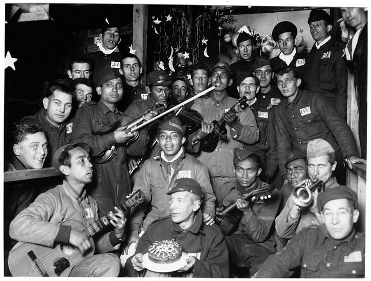 Christmas holiday party at the POW camp in Tokyo jurisdiction, Japan, 1944 / 東京管轄区内・クリスマスキャロルを演奏しているのだろうか。クリスマスケーキを手にする捕虜も。 #prisoner-of-war #pow #camp #ww2 #japan