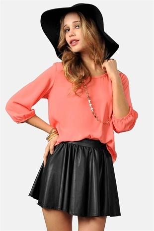 easy coral top, floppy hat, daring skirt.