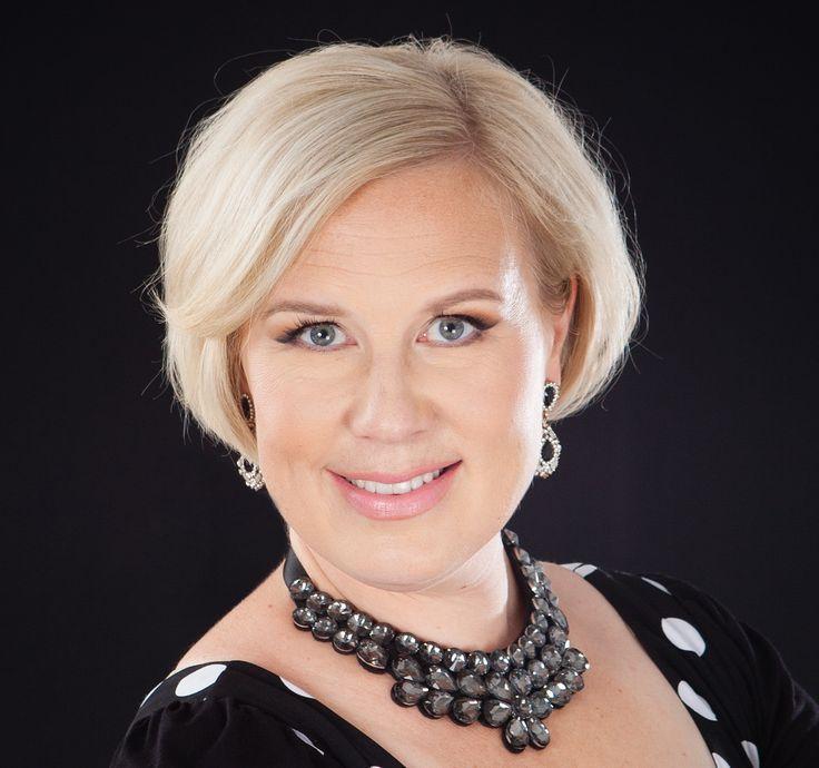 – Rohkeasti ja mahdollisimman varhain vain liikkeelle, sanoo yrittäjä ja Lexperiencen lakimies Elina Koivumäki, jolla on onnistunutta kokemusta siitä, miten henkilöbrändäystä tehdään somessa. Aivan…