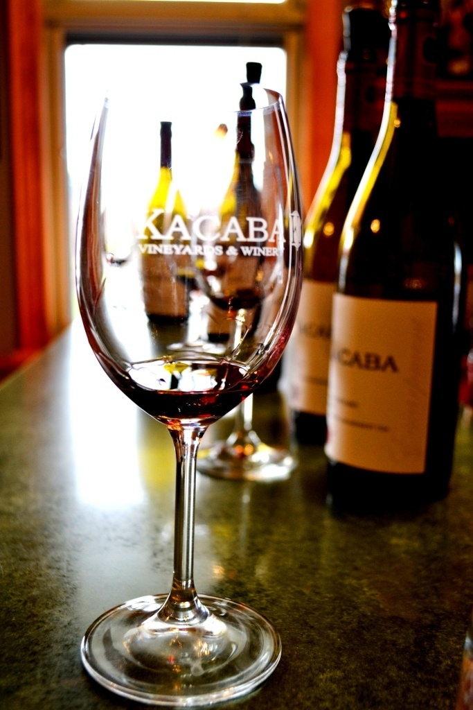 Some of the best wines in the Niagara Region come from Kacaba Vineyards in Vineland and I had the pleasure of visiting in early 2013. My favourite is their 2007 Meritage and next in line are their 2010 Syrah's.