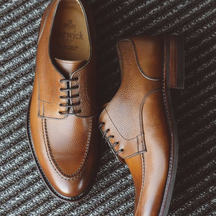 Fresh out of the box! @berwick1707_official via @leatherhealer country calf u-tip on Dainite soles. Going to give these a little more burnishing and a little bit of shine before the maiden voyage. . . . #berwick1707 #dailylast #goodyearwelt #rakish #rakishgent #classicmenswear #stylishmen #menstailoring #stylishgent #madetobeworn #styleforum #mensshoes #mnswr #shoeshine #shineyourshoes #shoegazing #ptoman #shoegazingblog #shoesoftheday #shoestagram #mensweardaily #menswearblog #shoecare…