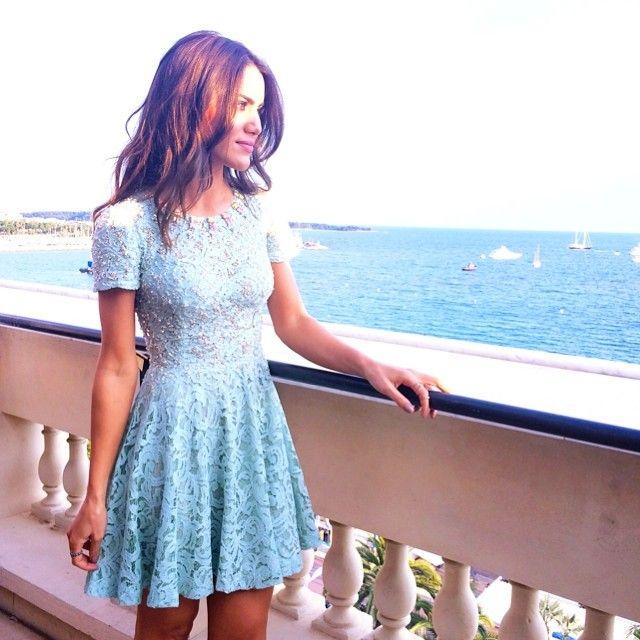 Camila Coelho usando vestido by @alfreda_oficial