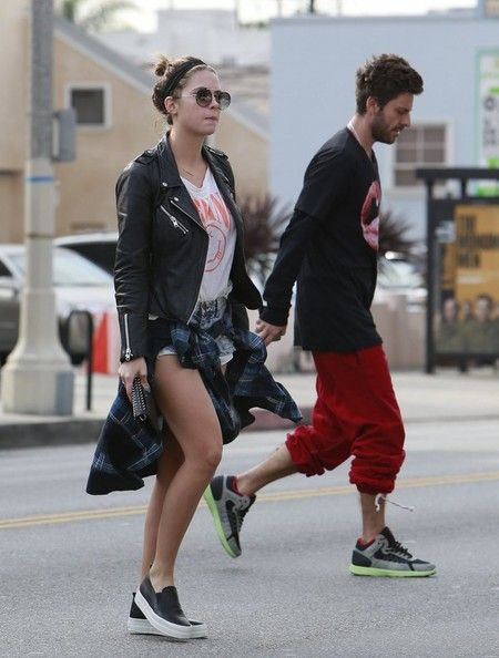 Ashley Benson and Ryan Goode Get Lunch