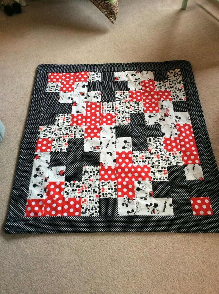 Mickey quilt with black dotting border
