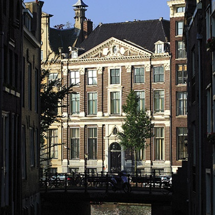 The Canal House Museum   Since their beginning, the Amsterdam Canals have been renowned for their beauty, monumental architecture and picturesque character. However, the Amsterdam Canals have also been extraordinary witnesses to the unprecedented economic, political and cultural flourishing of Amsterdam during the Golden Age. The elegant mansion on the Herengracht 386, in which the museum Het Grachtenhuis is situated, is a place where all the qualities of the Amsterdam Golden Age come…