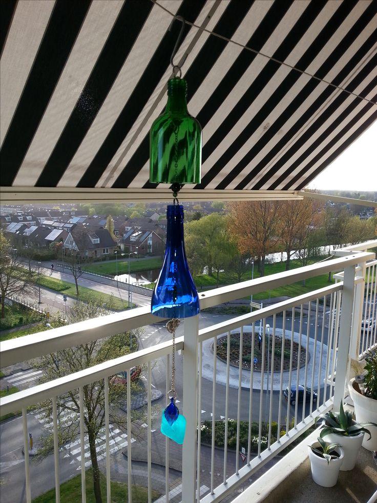 Windgong van gesneden gekleurd glas met een subtiel geluid van een Murano glazen hanger en schelp.