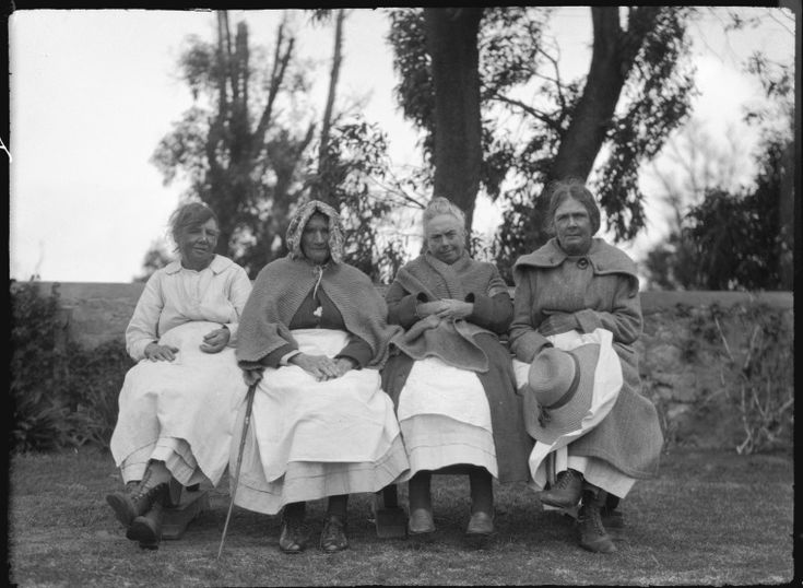 111003PD: Residents of the Old Women's Home, Fremantle, 1924?  http://encore.slwa.wa.gov.au/iii/encore/record/C__Rb2431175__S111003pd__Orightresult__U__X3?lang=eng&suite=def