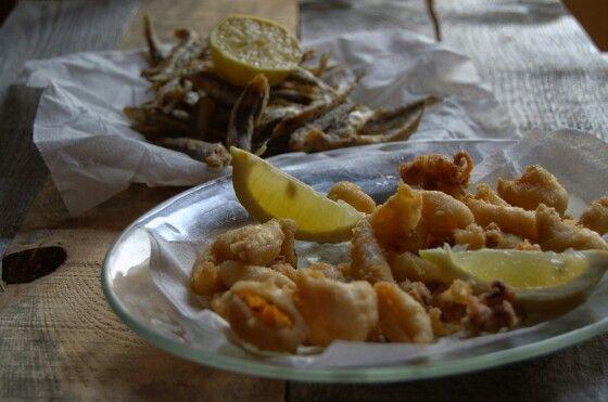 Rabas de calamar y bocartes fritos
