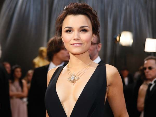 Samantha BarksThe Les Miserable actress gave the long black dress a makeover with a gold and diamond Forevermark neckpiece.  Image courtesy: Reuters, AP