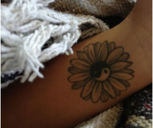 Love the petals on this daisy. I would change the middle to normal and add the words I want around it .