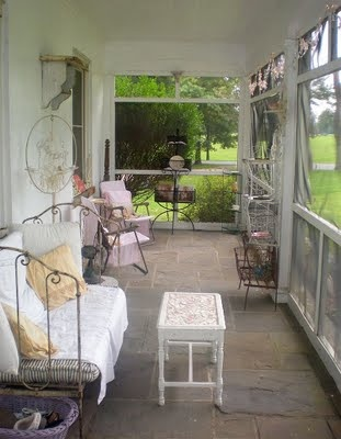 Lovely screen porch and I like the daybed