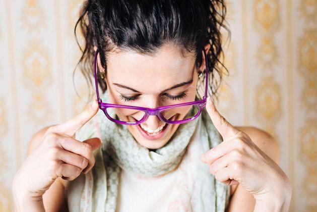 9 fundamentalnych zasad makijażu dla okularnicy! Jak dobrać make-up do oprawek? | JejŚwiat.pl