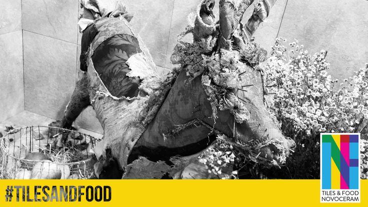 """Un cerf original en """"écotaxidermie"""" signé antonio massarutto sculture sur notre stand """"Tiles & Food Novoceram"""". Plus d'infos sur : http://www.novoceram.fr/blog/evenements-novoceram/novoceram-stand-cersaie-2014 #TILESANDFOOD #CERSAIE #CERSAIE2014"""