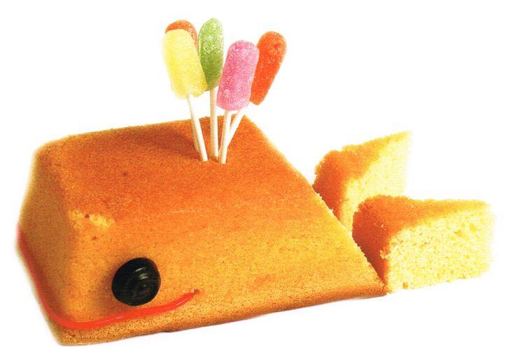 Walvis taart Maak deze 'taart' heel eenvoudig van een (kant en klare) cake. De walvis staat in het boek Er is er één jarig... van Geny Soeteman