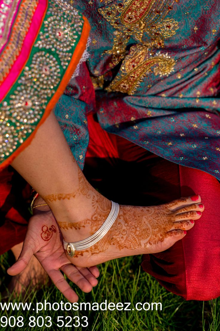 Innovative Henna Photos - Gujarati Bride in Gujarati Wedding in NJ. Henna , Mehndi in Hilton Garden Inn, Rockford, New Jersey. Wedding in Aashirwad Palalce. With Fellow Vendors - Rangoli Decorator, DJ Jay from Raaz EntertainmentFeatured in Knotsvilla. Best Wedding Photographer PhotosMadeEz. Award Winning Photographer Mou Mukherjee.